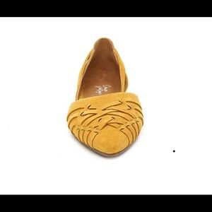 Adorable Crown Vintage Shoes in mustard yellow.